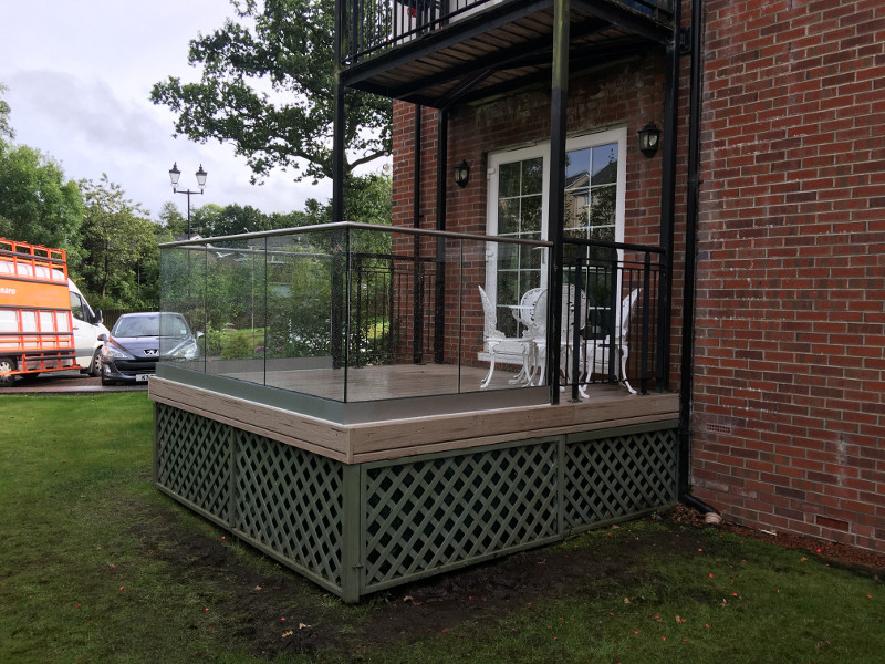 glass balustrade.jpg